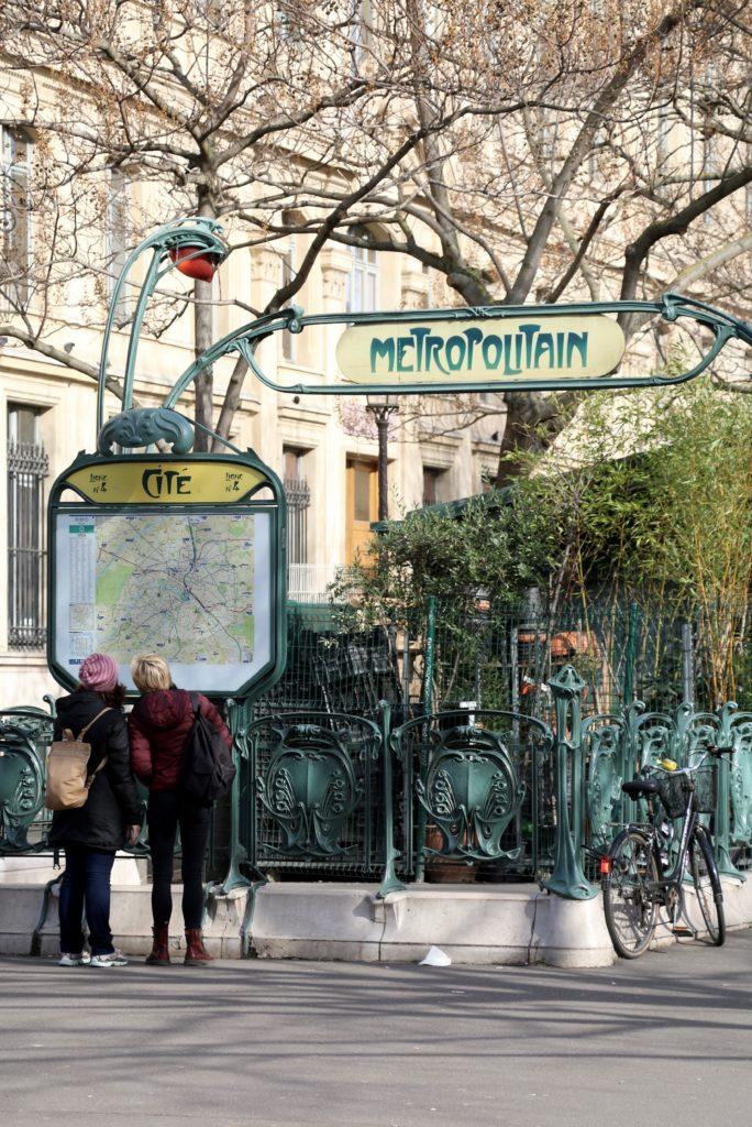 Metro sign in a Paris street