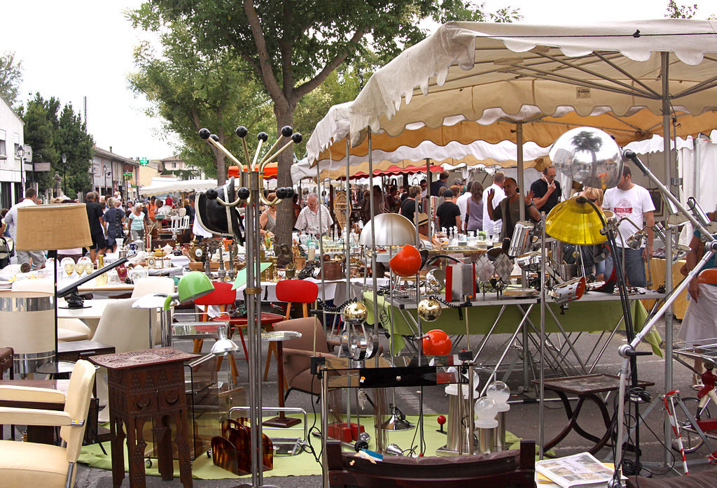 Antique and bvric a brac stalls at L'isle sur la sorgue, Provence
