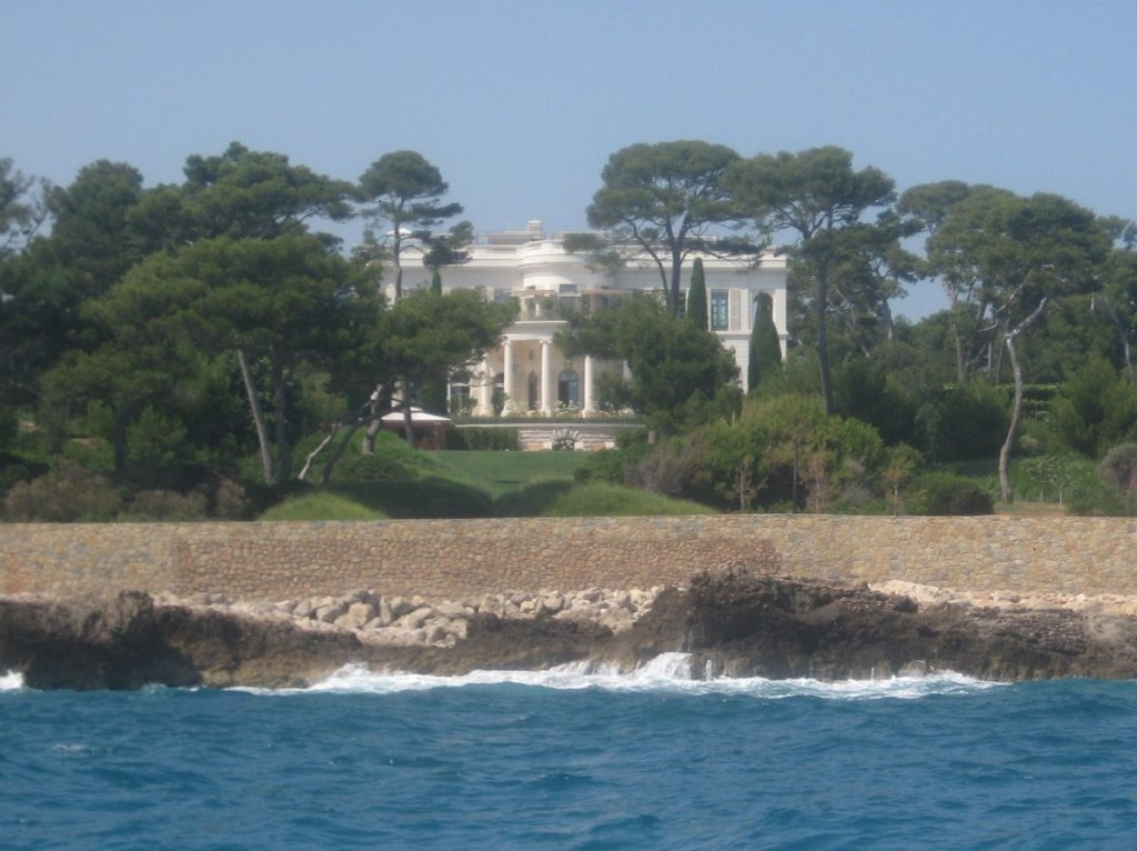 Chateau de la Croe, Antibes, once owned by the Duke of Windsor. Grand villa set beside the sea.
