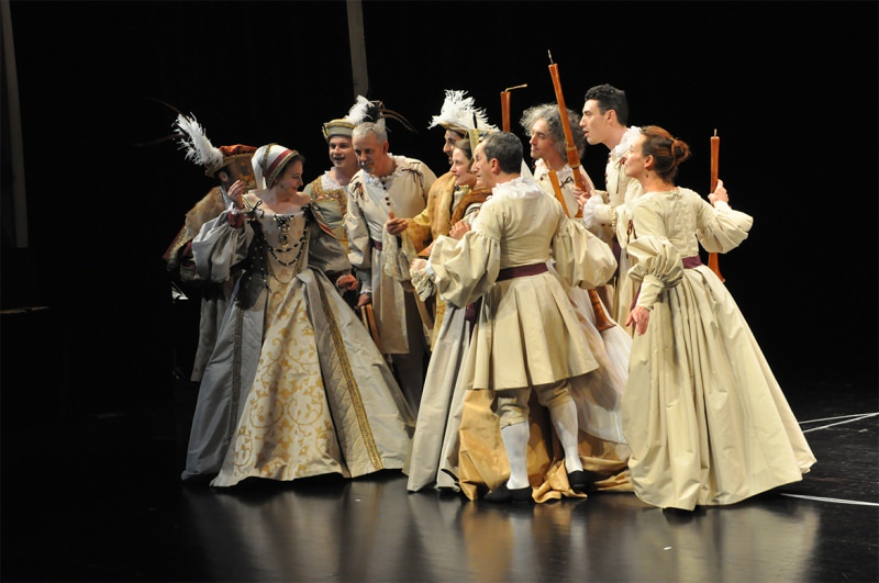 Doulce Memoire in Renaissance costume on stage