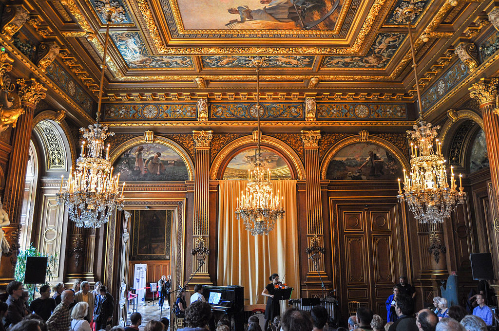 Hotel de ville room with ornate decorations Paris
