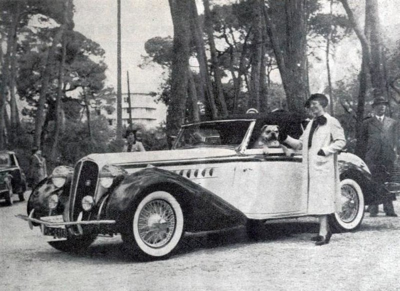 Old b/w photo of Lucy Schell win front of her Delahaye in Juan les Pins 1937 competition