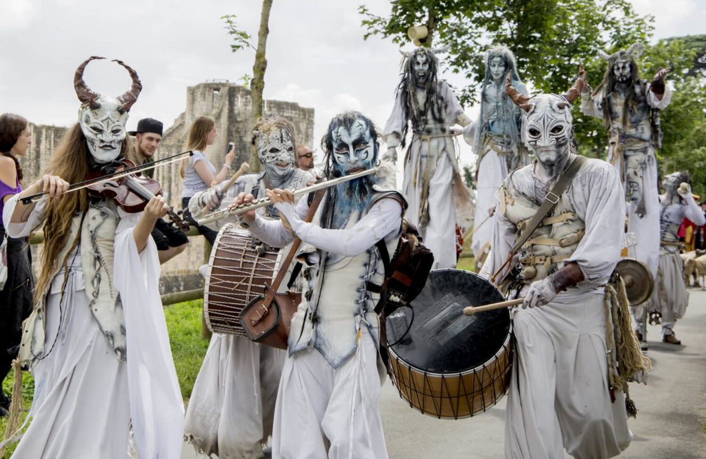 musicians dressed in white with medieval instruments at the Provins medieval fair