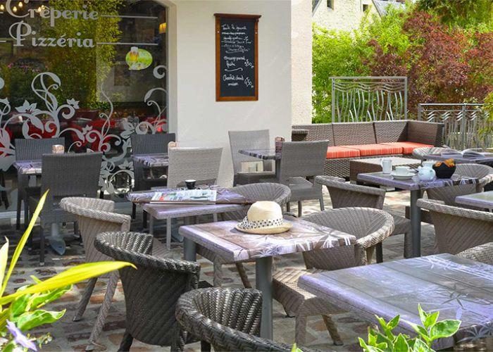 La Reine Mathilde hotel outdoor tables