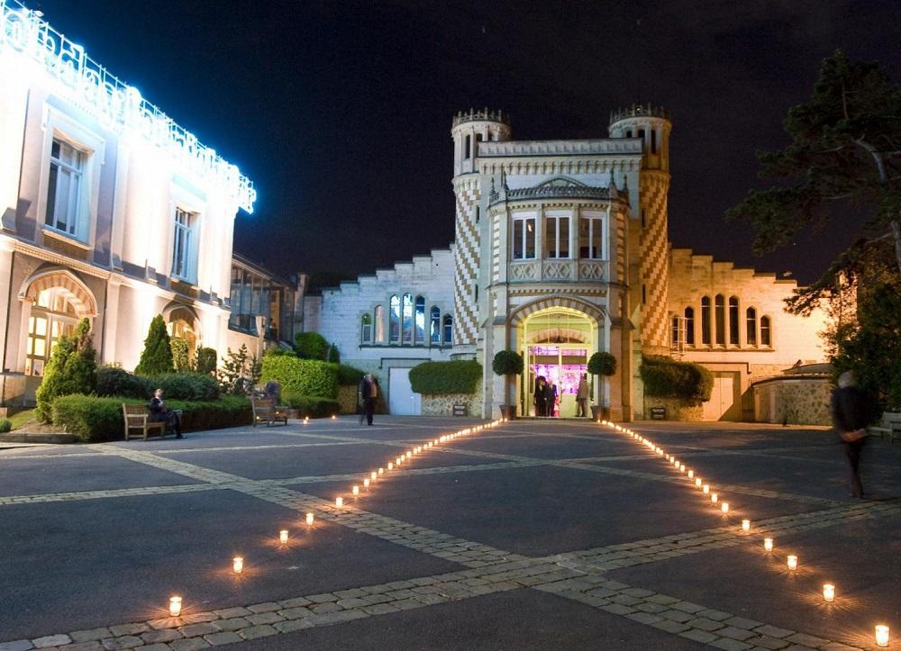 Night shot of Pommery buildings