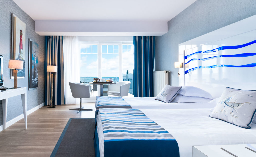 Bedroom L'Atlantic Hotel Wimereux with fresh blue decor and balcony over sea