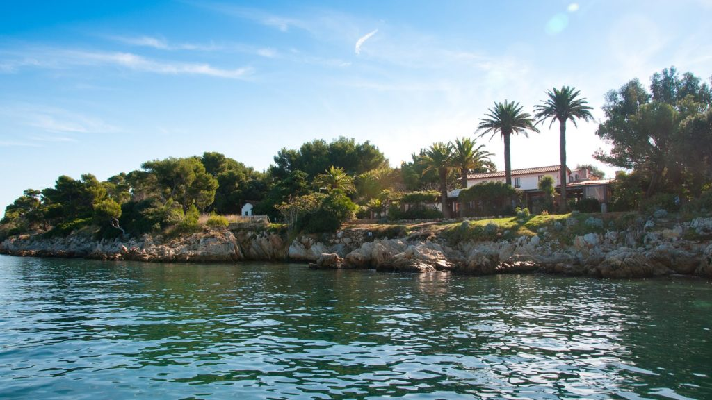 View from the sea of La  Tonelle restaurant on St Honorat