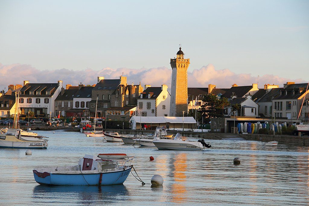 Roscoff fromthe water with boat and tower